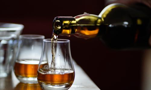 Крепкий алкоголь оказался под угрозой исчезновения из обычных магазинов