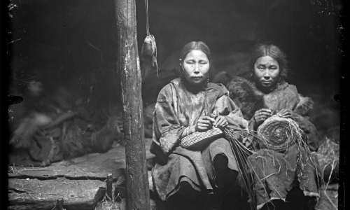 Удивительные чукчи: групповые браки, беззвучные роды, поедание мха и не только