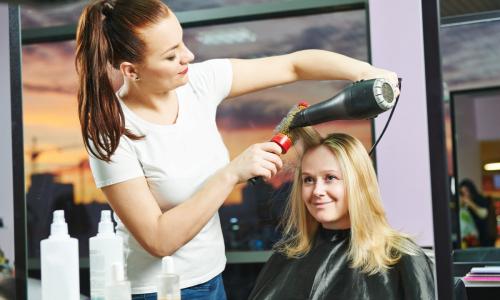 Россиянки стали тратить меньше денег на красоту