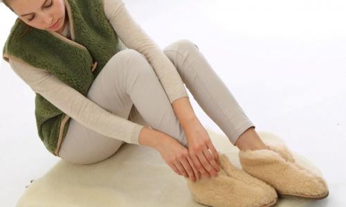 Домашние тапочки: почему их нельзя носить без носков