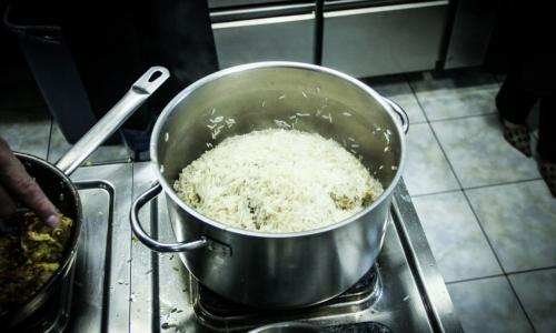 Что обязательно надо сделать во время варки риса: хитрость хозяек